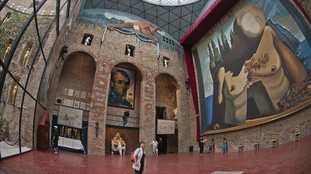museo Dalí en Figueres, cerca del Camping El Port de la Vall